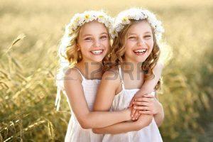 36562638-retrato-de-dos-gemelos-de-chicas